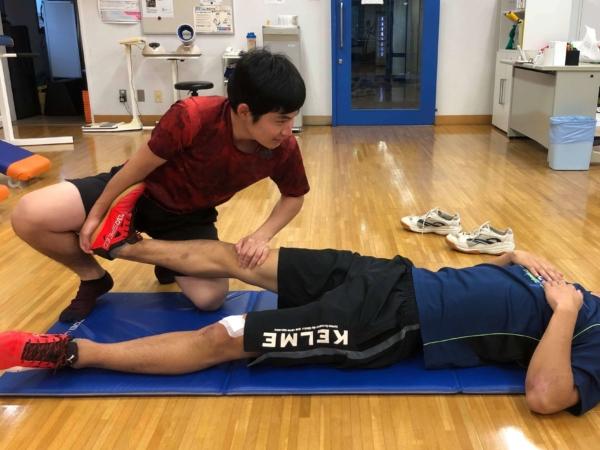 腓腹筋のストレッチのやり方1