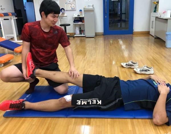腓腹筋のストレッチのやり方2