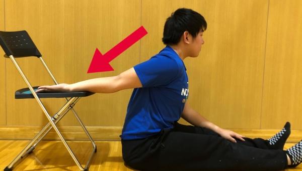 上腕二頭筋短頭のストレッチ方法3