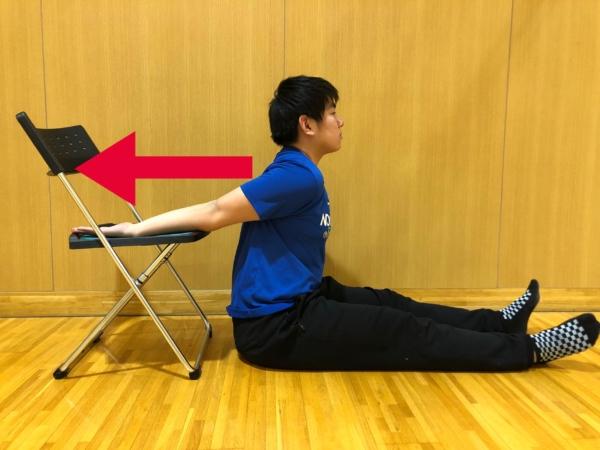 上腕二頭筋短頭のストレッチ方法2